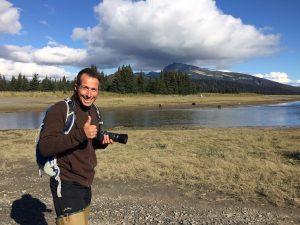 Wandern, Natur - und eine Fotokamera: Willi Weitzel in Alaska. Foto: (c) 2017: Welterforscher und so weiter GmbH