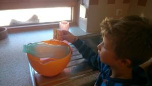 Wir kochen einen Backpulver-Bouillon und warten eine Nacht lang...