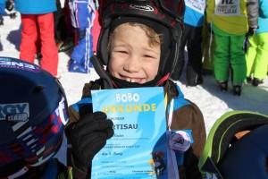 Die Skikurse sind schulübergreifend kompatibel. Jonas rückt beim nächsten Kurs in Stufe vier auf!